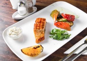 Филе Горбуши с овощным рататуем и шпинатным соусом