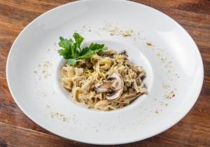 Паста с грибами в сливочно-вином соусе