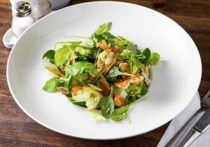 Салат с китайским омлетом, копченой индейкой, луком порей и помидорками Черри в соусе  «Терияки»